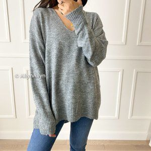 BNWOT H&M Soft V-Neck Slouchy Sweater - Size Small